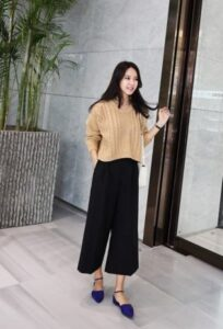 5 cách phối đồ với áo len croptop cá tính