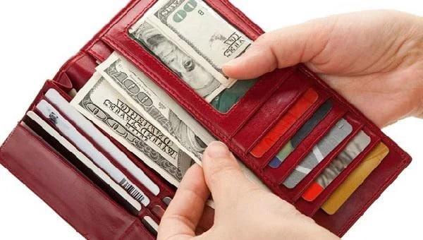 Hướng dẫn chọn ví da hợp mệnh mang tài lộc theo phong thủy