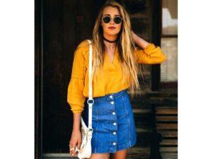 Trang phục màu vàng hợp với màu gì