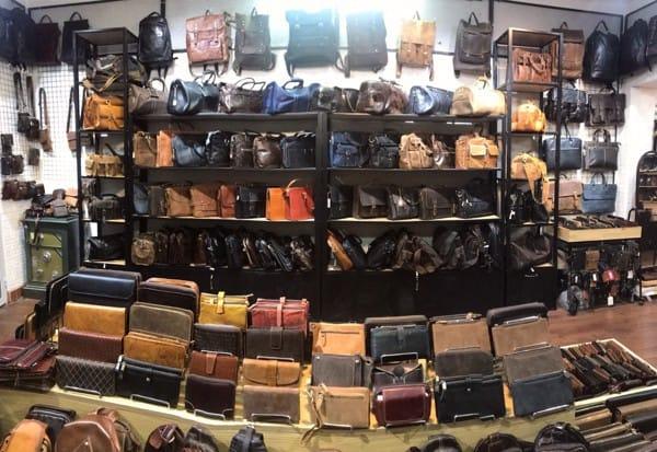 Cách chọn mua ví cầm tay da nam thật tốt nhất
